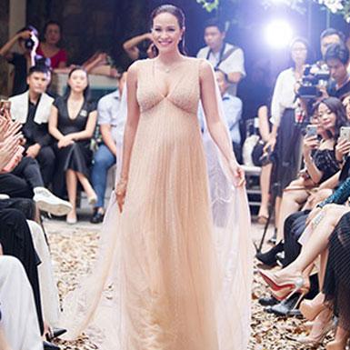 """Siêu mẫu Phương Mai mang bụng bầu 8 tháng catwalk trong show """"I'm Going"""" của NTK Hà Duy"""