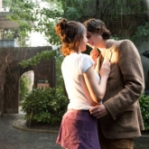 """""""Chuyện Ngày Mưa Ở New York"""": khoảng cách tình yêu tưởng gần mà xa, ngỡ xa mà gần"""