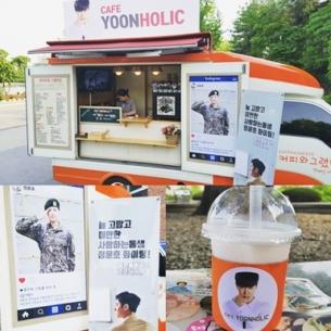 """Tặng nhau """"xe cà phê"""": nét văn hóa đáng yêu của nghệ sĩ Hàn"""