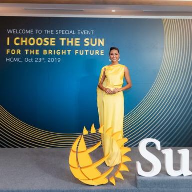 Hoa hậu H'Hen Niê tiếp tục đồng hành cùng các hoạt động cộng đồng