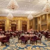 Tiệc cưới trong mơ theo phong cách hoàng gia tại The Reverie Saigon