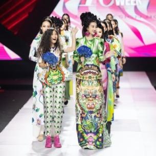 """Hoa hậu Đỗ Mỹ Linh hóa thân thành """"đào chánh"""" kiều diễm trong show diễn """"Mỵ Châu"""" của NTK Thủy Nguyễn"""