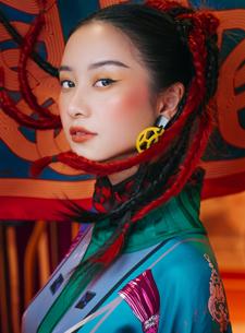 """Jun Vũ mơ màng với thần thái """"nàng thơ"""" trên cuộc hành trình tơ lụa của Đẹp"""