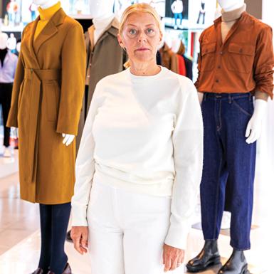 Bà Rebecca Bay (UNIQLO New York): Khi thời trang mang đến giải pháp cho cuộc sống