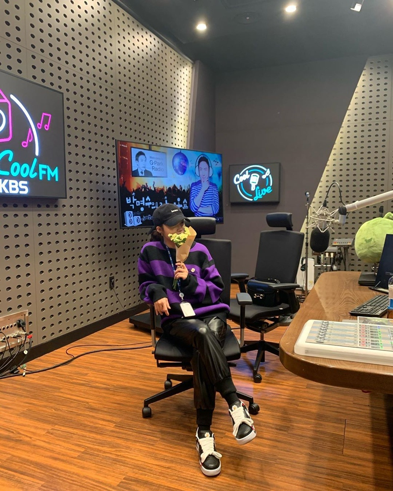 G-Dragon-khien-gioi-mo-dieu-phat-sot-voi-giay-hoa-cuc-Nike-10