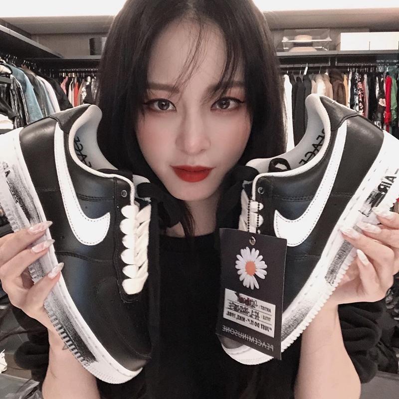 G-Dragon-khien-gioi-mo-dieu-sot-xinh-xich-giay-hoa-cuc-Nike-12