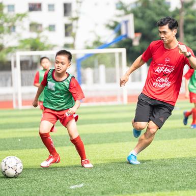 """AirAsia và tiền đạo Công Phượng """"lan toả tinh thần vô địch"""" đến các tài năng bóng đá trẻ Việt Nam"""