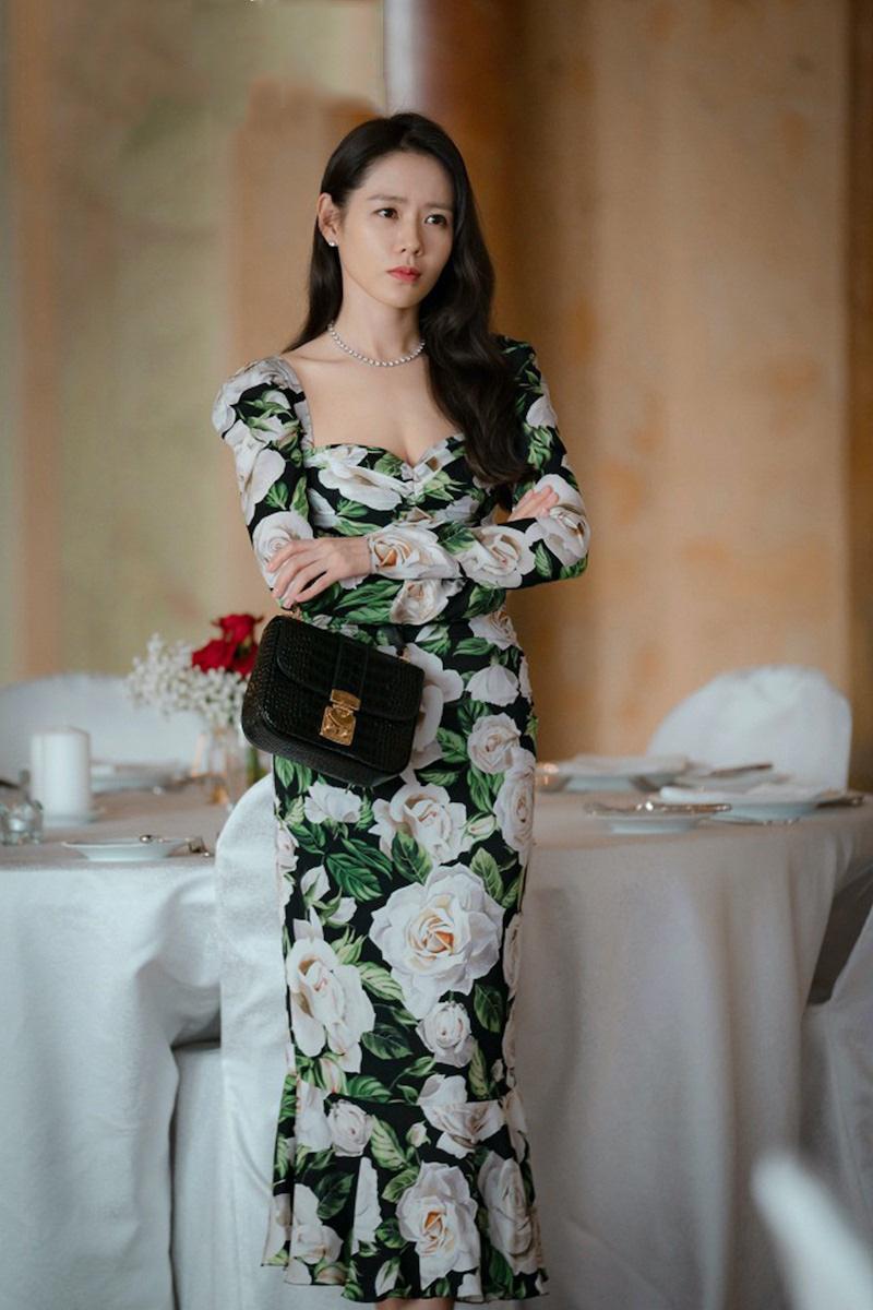 Ho-Ngoc-Ha-dung-hang-IU-Son-Ye-Jin-dam-Dolce-Gabbana-DepOnline-04