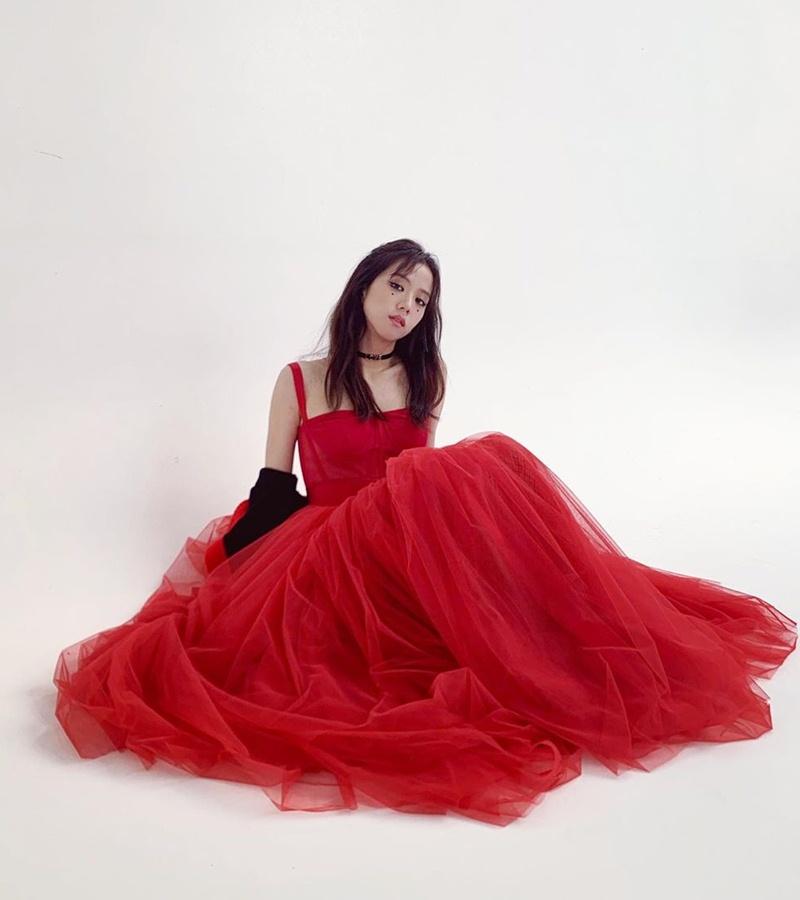 Jisoo-BLACKPINK-dung-hang-Sandara-Park-me-rong-Emily-Clarke-Dolce-Gabbana-DepOnline-01