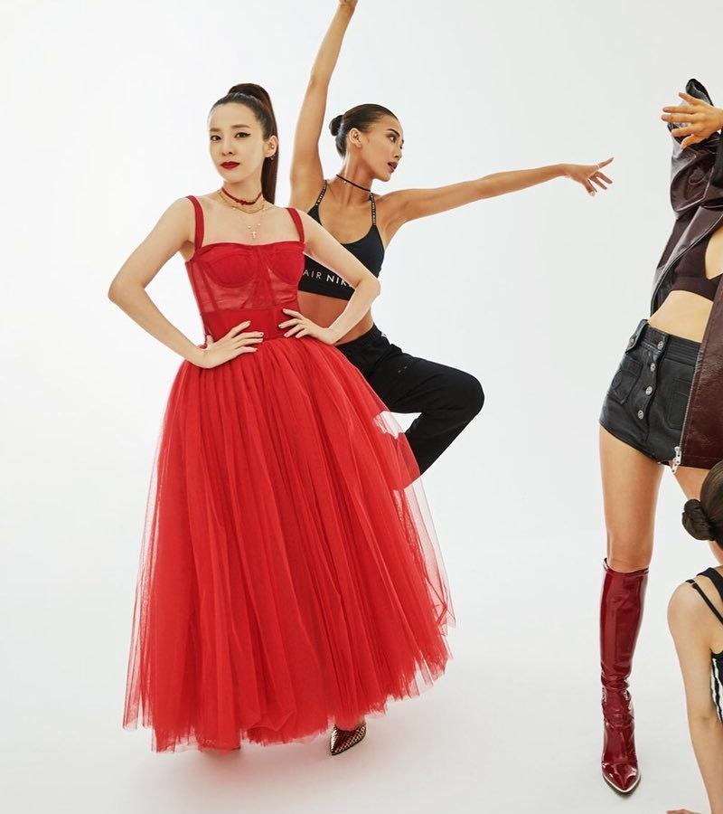 Jisoo-BLACKPINK-dung-hang-Sandara-Park-me-rong-Emily-Clarke-Dolce-Gabbana-DepOnline-04