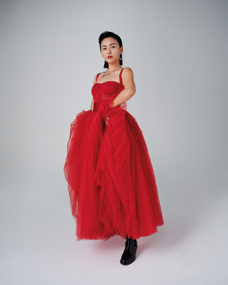 Jisoo-BLACKPINK-dung-hang-Sandara-Park-me-rong-Emily-Clarke-Dolce-Gabbana-DepOnline-13