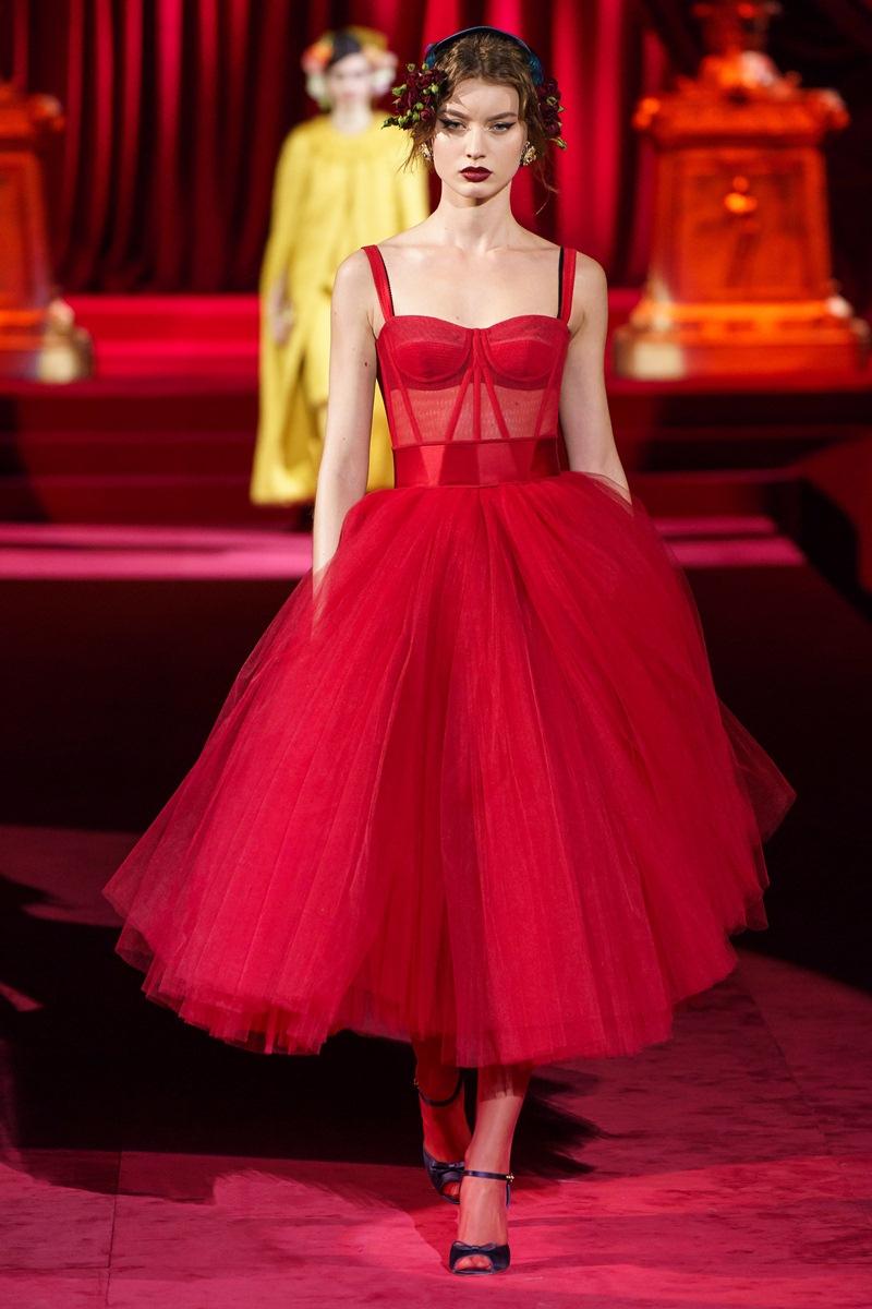 Jisoo-BLACKPINK-dung-hang-Sandara-Park-me-rong-Emily-Clarke-Dolce-Gabbana-DepOnline-14