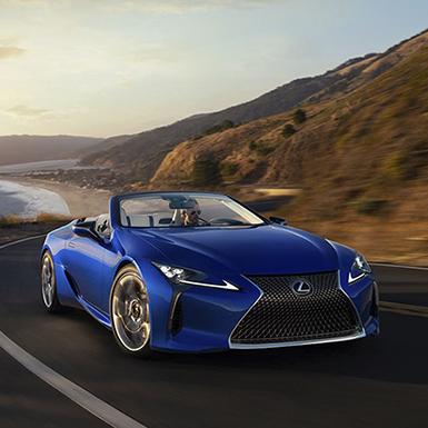 Lexus ra mắt LC 500 mui trần và xe chạy điện UX300e