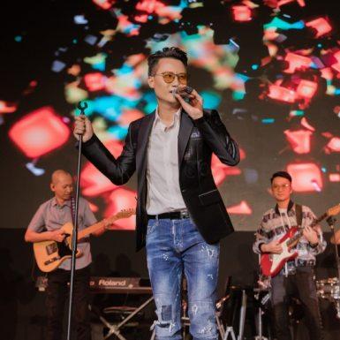 """Hoàng Bách """"chơi lớn"""" với dự án âm nhạc """"Chạm Vào Vinh Quang"""""""