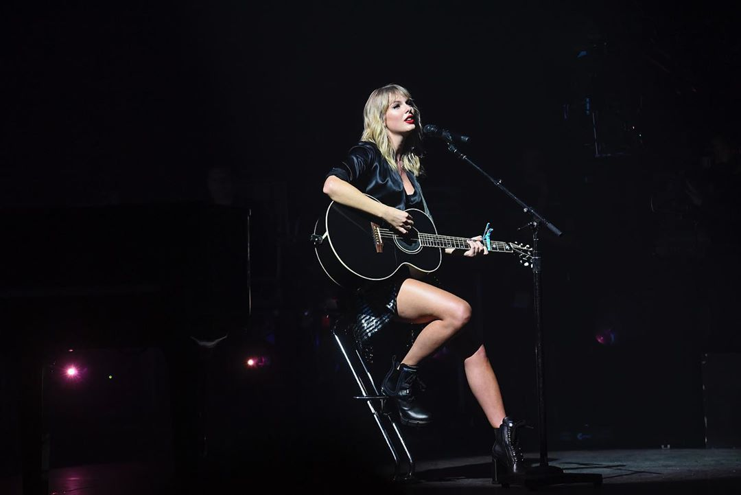 taylor swift diễn live