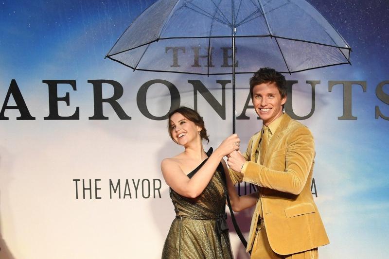 2 diễn viên trong phim kẻ du hành trên không