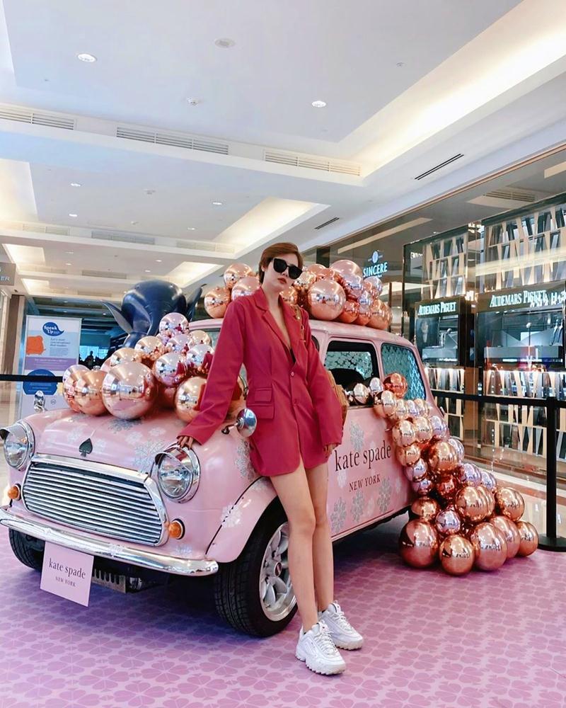 Sao-Viet-nhuom-do-Instagram-voi-trang-phuc-dam-chat-Giang-Sinh-DepOnline-18