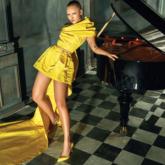 Margot Robbie thanh lịch xuất hiện trên sóng truyền hình trong thiết kế của NTK Nguyễn Công Trí