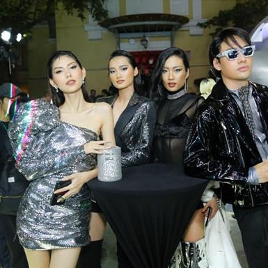 """Dàn mẫu Việt đình đám đẹp """"bất phân thắng bại"""" tại sự kiện Duo Silver Party"""