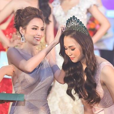 Hoa hậu Diễm Hương trao vương miện cho tân Hoa khôi Du lịch Đồng Nai 2019