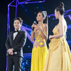 Hoàn thành nhiệm kỳ Hoa Hậu Hoàn Vũ thành công, Hoa hậu H'Hen Niê trao vương miện cho người kế nhiệm