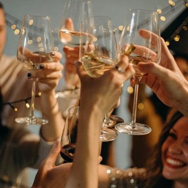 3 bí quyết để có vẻ ngoài hoàn hảo cho bữa tiệc cuối năm