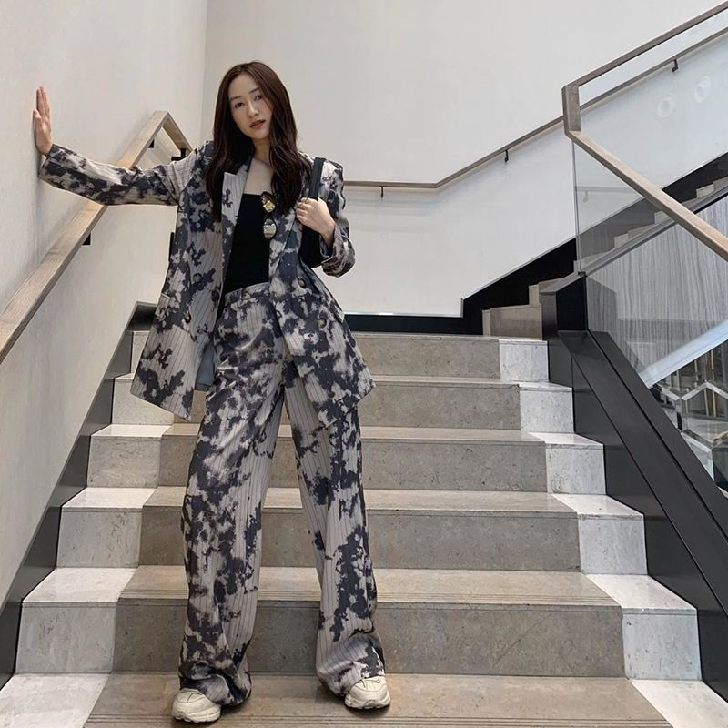 Angela-Phuong-Trinh-va-my-nhan-Viet-dien-suit-sang-chanh-DepOnline-09
