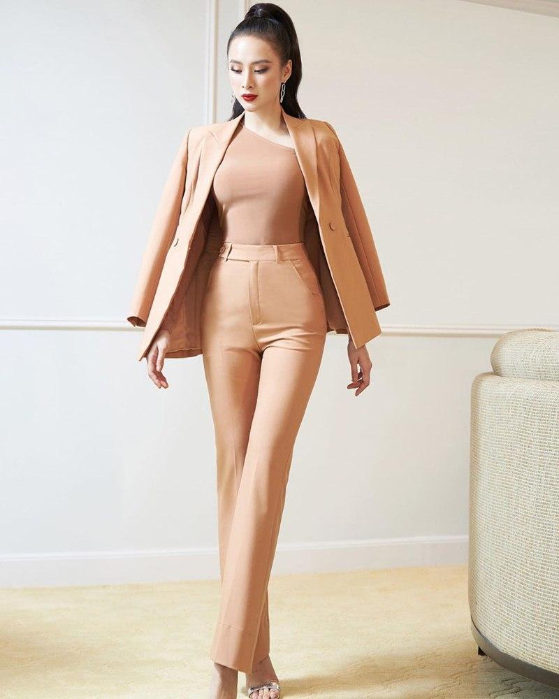Angela-Phuong-Trinh-va-my-nhan-Viet-dien-suit-sang-chanh-DepOnline-12