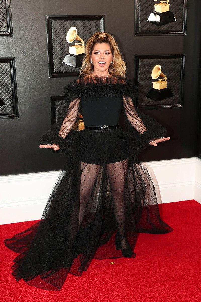 Ariana-Grande-hoa-cong-chua-BTS-nhu-hoang-tu-tren-tham-do-Grammy-2020-DepOnline-15