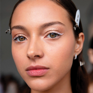 White eyeliner: Tông màu đơn sắc dành cho những cô nàng yêu thích sự tối giản