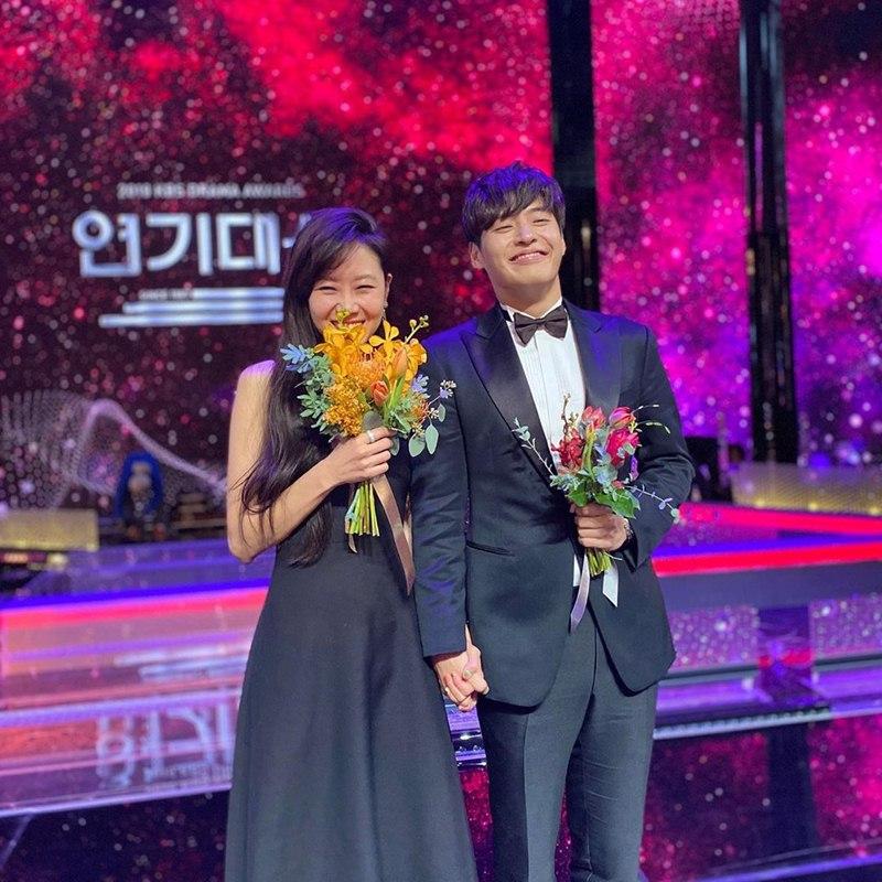 Gong-Hyo-Jin-mac-dam-Valentino-nhan-giai-Daesang-dau-tien-trong-su-nghiep-DepOnline-02
