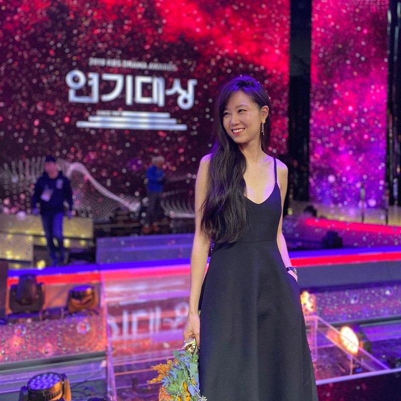 Gong-Hyo-Jin-mac-dam-Valentino-nhan-giai-Daesang-dau-tien-trong-su-nghiep-DepOnline-03