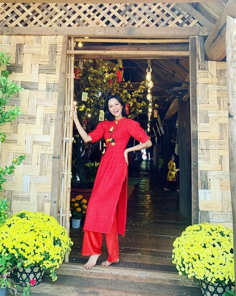 My-nhan-Viet-xung-xinh-Ao-dai-khai-xuan-don-Tet-DepOnline-14