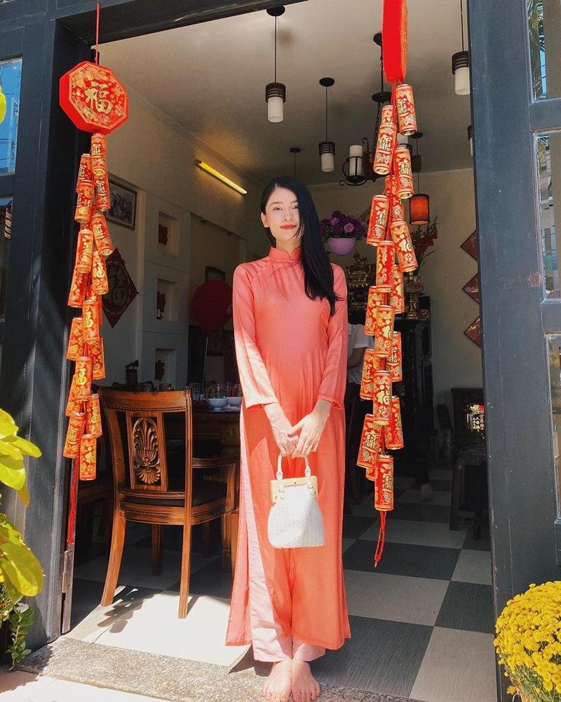 My-nhan-Viet-xung-xinh-Ao-dai-khai-xuan-don-Tet-DepOnline-34