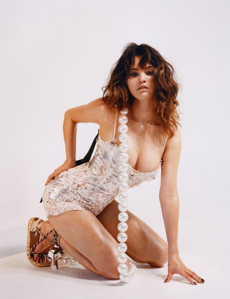 Selena-Gomez-lot-xac-hoan-toan-trong-bo-hinh-thoi-trang-tao-bao-DepOnline-04