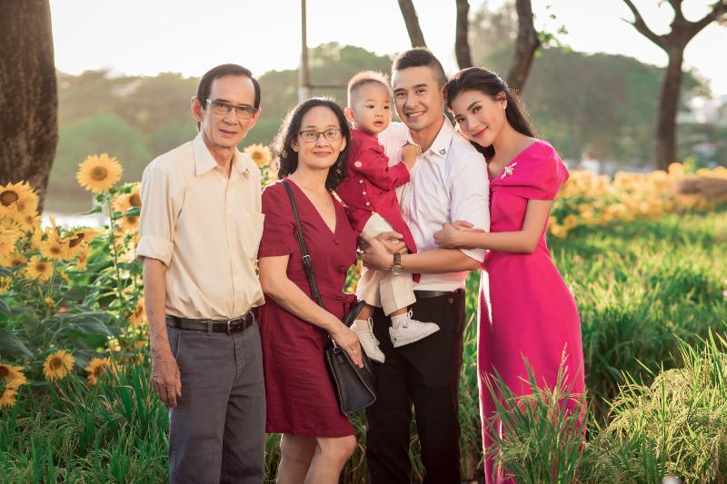 ảnh tết gia đình thúy diễm 1