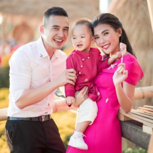 Gia đình Lương Thế Thành, Thúy Diễm chia sẻ khoảnh khắc hạnh phúc trong bộ ảnh Tết 2020