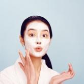 Nếu lịch trình dày đặc ngày Tết khiến da bạn xuống cấp, thử ngay 4 loại mặt nạ phục hồi này!