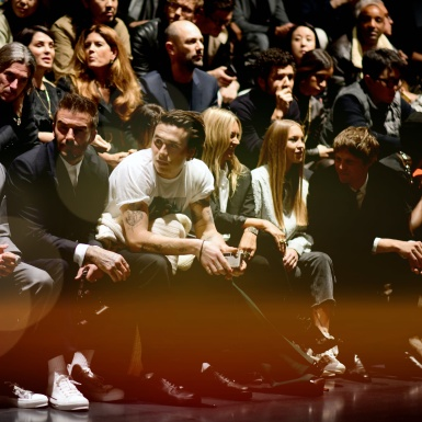 """Nhà Beckham """"chiếm sóng"""" tại show Dior Men, Kate Moss cùng con gái Lila Moss diện style menswear nổi bật"""