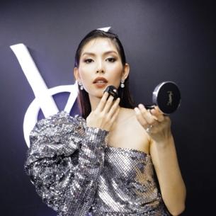 Bộ đôi son môi và cushion ánh bạc của YSL: món phụ kiện thời thượng trong túi xách