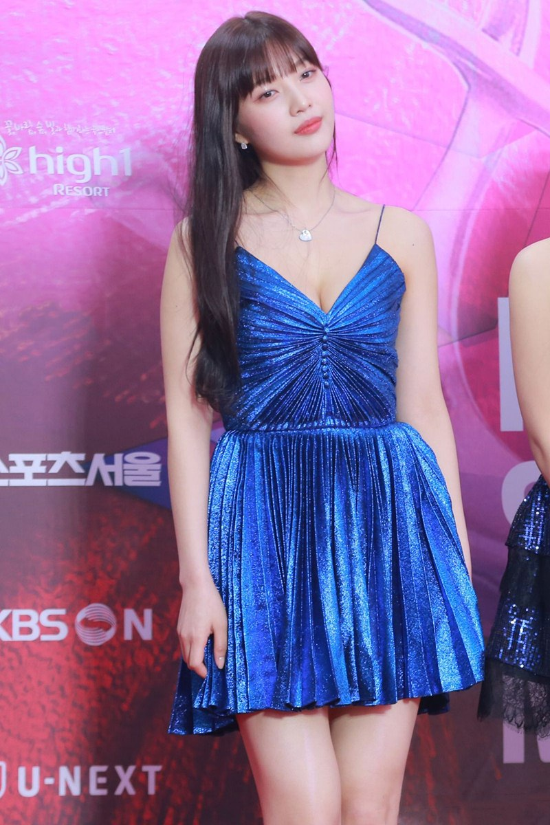 Thieu-Bao-Tram-dung-hang-Taeyeon-Joy-Red-Velvet-DepOnline-10