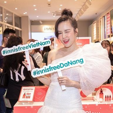 Ca sĩ Phương Ly rạng ngời tại sự kiện khai trương cửa hàng innisfree đầu tiên ở Đà Nẵng