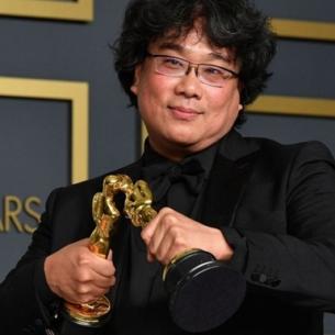 """Khoảnh khắc đáng yêu của """"quái kiệt"""" Bong Joon Ho tại Oscars 2020"""