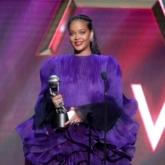 """Rihanna tiếp tục khẳng định """"Classic Blue"""" không phải là màu sắc của 2020"""
