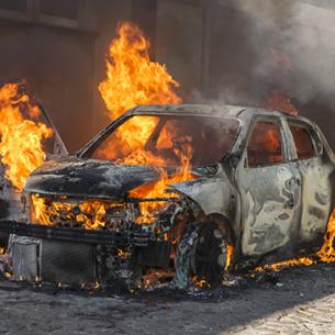 Những đồ vật không nên để trong ô tô dưới trời nắng nóng