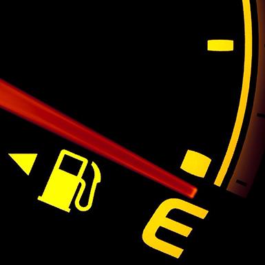 Làm gì khi kim xăng chạm vạch đỏ (E) hoặc đèn báo hết xăng bật sáng?