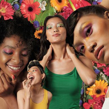 Phụ nữ tự mình đã là một đóa hoa mà chẳng cần phải đến mùa xuân mới có thể xòe nở rực rỡ