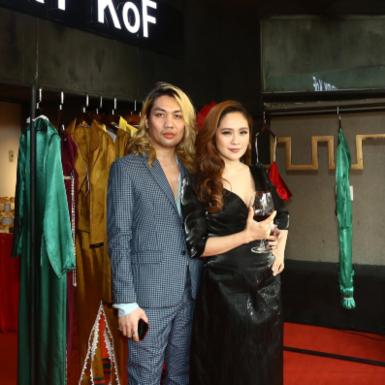 Diễn viên Thanh Thúy, Mid Nguyễn chúc mừng NTK Henry khai trương cửa hàng tại Việt Nam