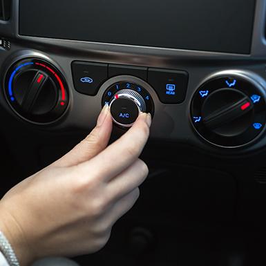 Xử lý hơi nước làm mờ trên kính xe hơi