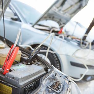 Làm gì khi ắc quy xe ô tô hết điện?
